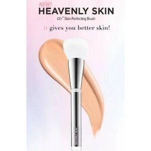 IT Cos Heavenly Skin CC+ Skin-Perfecting Brush NWT